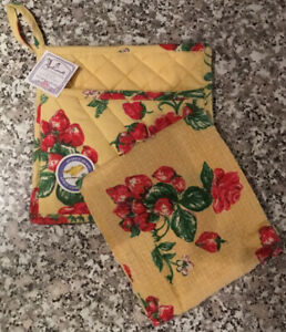 NEW April Cornell STRAWBERRY Potholder Pocket + Towel DISCONTINUED Cotton INDIA