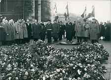 Paris, les anciens combattants d'Indochine à l'Arc de Triomphe Vintage