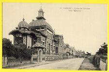 "cpa Normandie CABOURG (Calvados) Avenue du CARREFOUR Incsrit Villa "" GENSERAC """