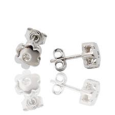 Orecchini punto luce fiore a 6 petali in oro bianco con diamanti naturali
