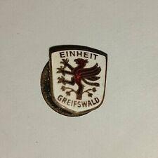 RAR Orig. emaillierte Anstecknadel Schraube Einheit Greifswald DDR Fussball KKW