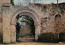 BR54880 Nogent le roi abbaye de coulombs france
