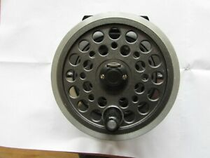 """A1 vintage shakespeare youngs wide 1540 beaulite salmon fly fishing reel 4.25"""""""