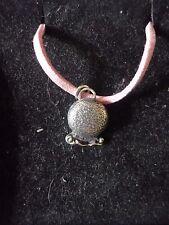 """MISTY Crystal Ball chiromante tg1 peltro inglese su una collana di corda rosa 18"""""""