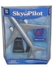 NEW RAY SKY PILOT AEREO MONTATO CON SUPPORTO BOEING 777-200 ART 20343