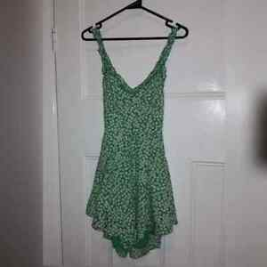 BRAND NEW With Tags Green and White Floral Open Back Playsuit Size 8-12