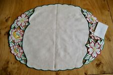 VINTAGE UNUSED CREAM IRISH LINEN OVAL TRAYCLOTH TABLECENTRE Floral Embroidery