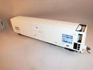 """Athearn GENESIS HO UP 57' FGE Mech Reefer CU White """"Chilled Express"""" #ARMN922049"""