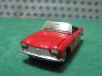 Vintage  -  PEUGEOT 204 cabriolet        -  1/43  Dinky toys 511    Mint