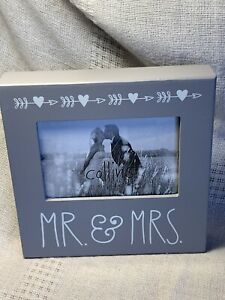 """Mr & Mrs Picture Frame Wedding Photo 8 X 8 X 1.5""""   NEW"""