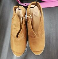 Ladies Summer Shoes Tan Brown Heels Size 6 Brand New No Tag