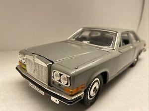 Burago Die- Cast Metal Model 1:18 Rolls Royce Camargue