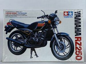 Tamiya 1402 Yamaha RZ250 Motorcycle Model Kit 1/12