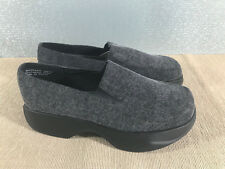 BNWOT Ladies Size 6 Montrose Place Brand Grey Slip on Casual Work Shoes