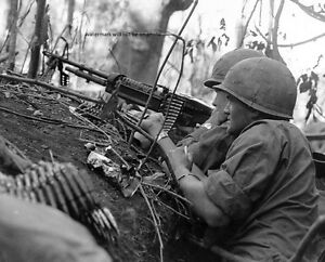 """U.S. Soldiers Laying Down Covering Fire 8""""x 10"""" Vietnam War Photo Picture #33"""