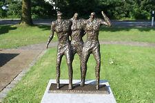 Bronzeskulptur, drei Männer modern, Dekoration für Haus und Garten