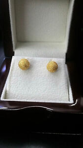 gold earrings Total weight 5.5 grams