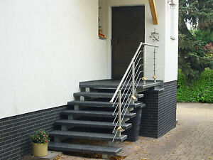 Treppe Aussen Haus Eingang Podest Naturstein Granit Beton Stufe Tritt schwarz