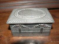 ca. 100 Jahre alte Blechdose Schmuckdose reich verziert mit Klappdeckel