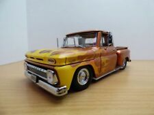 CHEVROLET C10 PICK UP 1965 Low Rider FLAMMING 1/18