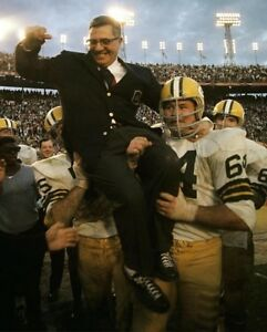 VINCE LOMBARDI 8X10 PHOTO GREEN BAY PACKERS PICTURE NFL FOOTBALL CARRIED OFF