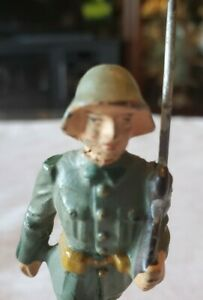"""VINTAGE COMPOSITE LINEOL GERMAN MILITARY TOY FIGURE MARCHING RIFLEMEN 3 1/4""""Tall"""
