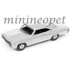AUTOWORLD AW64072-24A 1966 CHEVROLET IMPALA SS 1/64 DIECAST WHITE