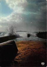 BR2902 Ile de re Effet de vague sur le Martray  france