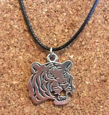 Silver Plated Fierce Tiger Animal Lover Pendant Choker Necklace Free Postage