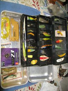 VINTAGE ALUMINUM UMCO 173A TACKLE BOX & Old Lures Flatfish-Ike-Rapala-True Shad