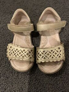 Girls Clarks rose gold leather sandals Girls EU Size 27 Aid Size 9