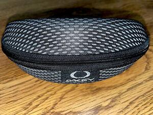 Oakley Hard Shell Clamshell Sunglasses Eye Glasses Case Black & Silver w/cloth