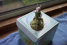 Royal Doulton Winnie Pooh lechón con violetas Nuevo y en caja hecho en Inglaterra