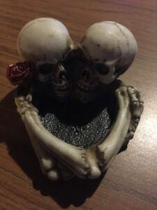 Ashtray Skull & Bones Solid Resin Ivory Finished Joker Dungeons & Dragons V