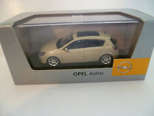 OPEL ASTRA 4 PORTES TOIT PANORAMIQUE BEIGE : MINICHAMPS ~  NEUF