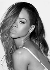 Rihanna POSTER stampati a4 260gsm
