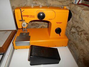 Ancienne machine à coudre vintage Manufrance Omnia Deco 2011 automatique 1972
