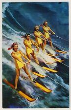 WATER SKIING GIRLS / MÄDCHEN FAHREN WASSERSKI * Vintage 50s US PINUP Postcard AK