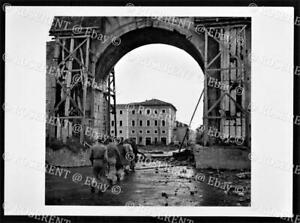 1944 Italy - 8th Army - Rimini falls to the Greeks - I.W.M. photo 18 by 13cm