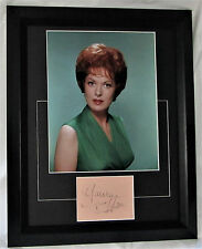 A1036MOH  MAUREEN O'HARA SIGNED ACTRESS FRAMED MATTED SIGNED CARD WITH PHOTO