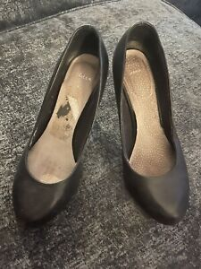 Womens Used Clarks Leather Cabin Crew Shoes Size 4