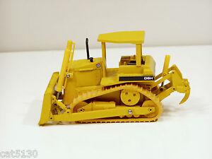 Caterpillar D6H Dozer - ROPS , 3 Idlers, o/c - 1/50 - Conrad #2851