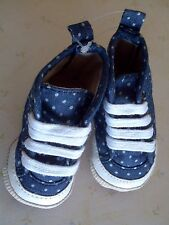 baby Gap Blue Chambray Dot Hi Top Crib Shoes Lace-up Sneakers 0-3 months NIP