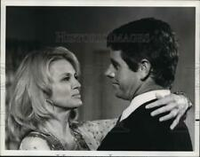 """1975 Press Photo Angie Dickinson and Peter Brown on """"Police Woman,"""" on NBC."""