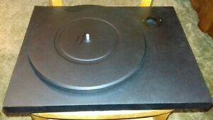 Pro-Ject Turntable.Dubut 111.manes adapter inglooded. .