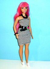 Barbie Fashionistas Curvy mit pink Haaren