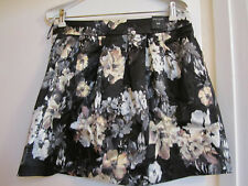 River Island Black Floral Short / Mini Skirt with Pockets in Size 12 - NWT
