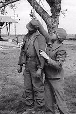 WW2 - Soldat allemand pendu par les SS et décroché par un soldat américain