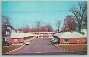 Richmond Indiana~Holiday Motel Building~Vintage Postcard