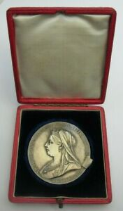 1837-1897 QUEEN VICTORIA PLATINUM JUBILEE SILVER 81g MEDAL BEAUTIFULLY BOXED